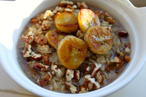 Slow cooked oats topped with flax milk, caramelized bananas (pan fried using coconut oil) chopped pecans, and delicious maple syrup for sweetness.